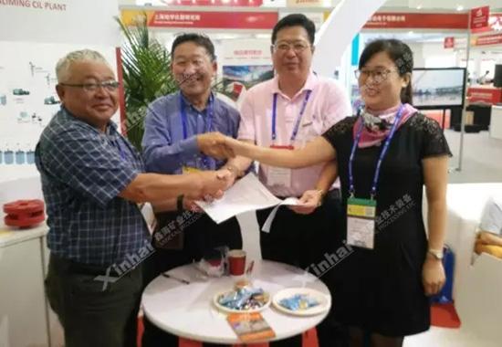 订单签订现场——鑫海专业、到位的服务,赢得了客户的信任。